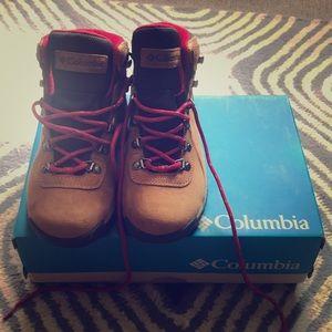 Columbia Newton Ridge Hiking Boots size 7